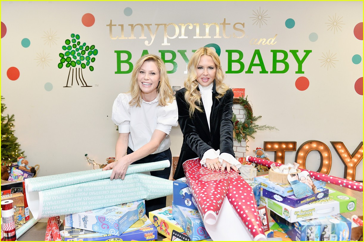 julie bowen christmas wrapping 063995134
