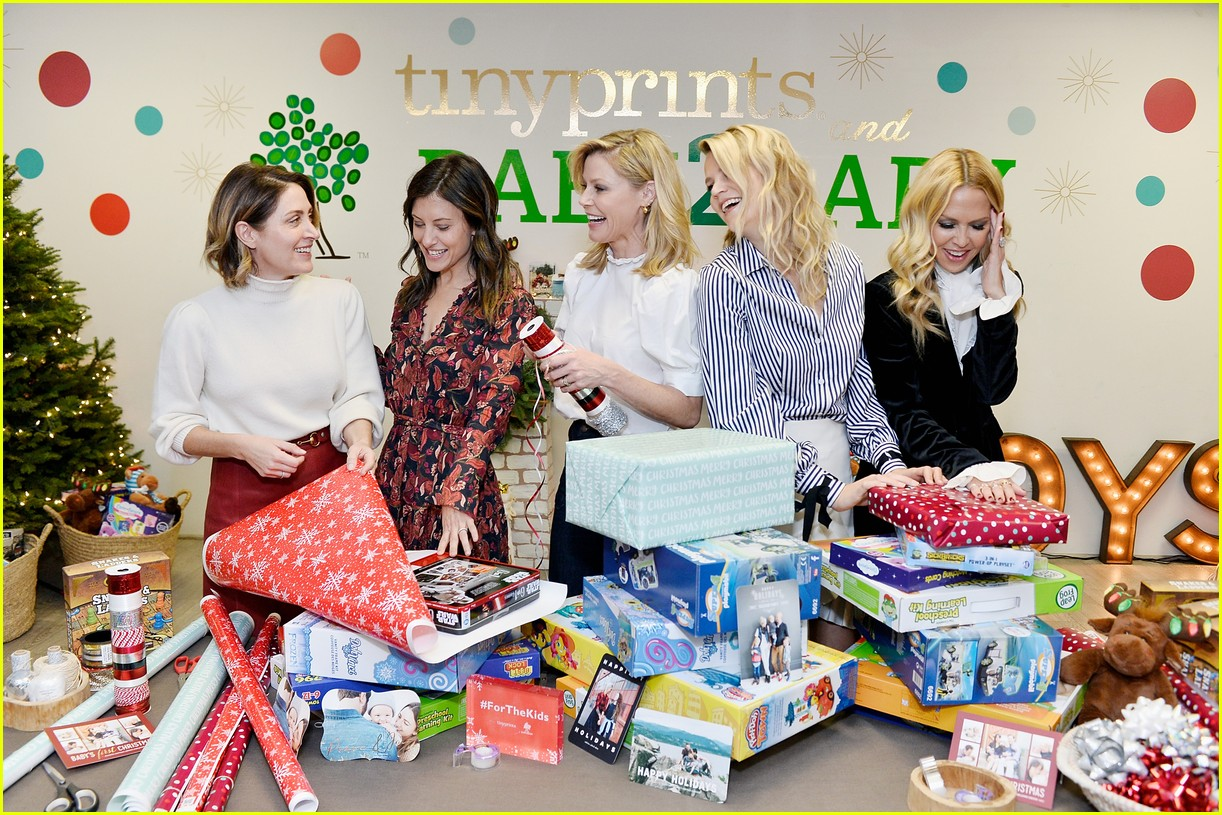 julie bowen christmas wrapping 123995138