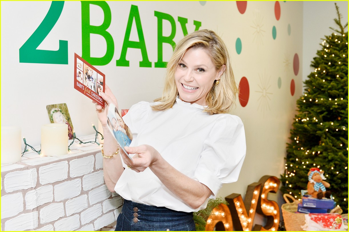 julie bowen christmas wrapping 133995139