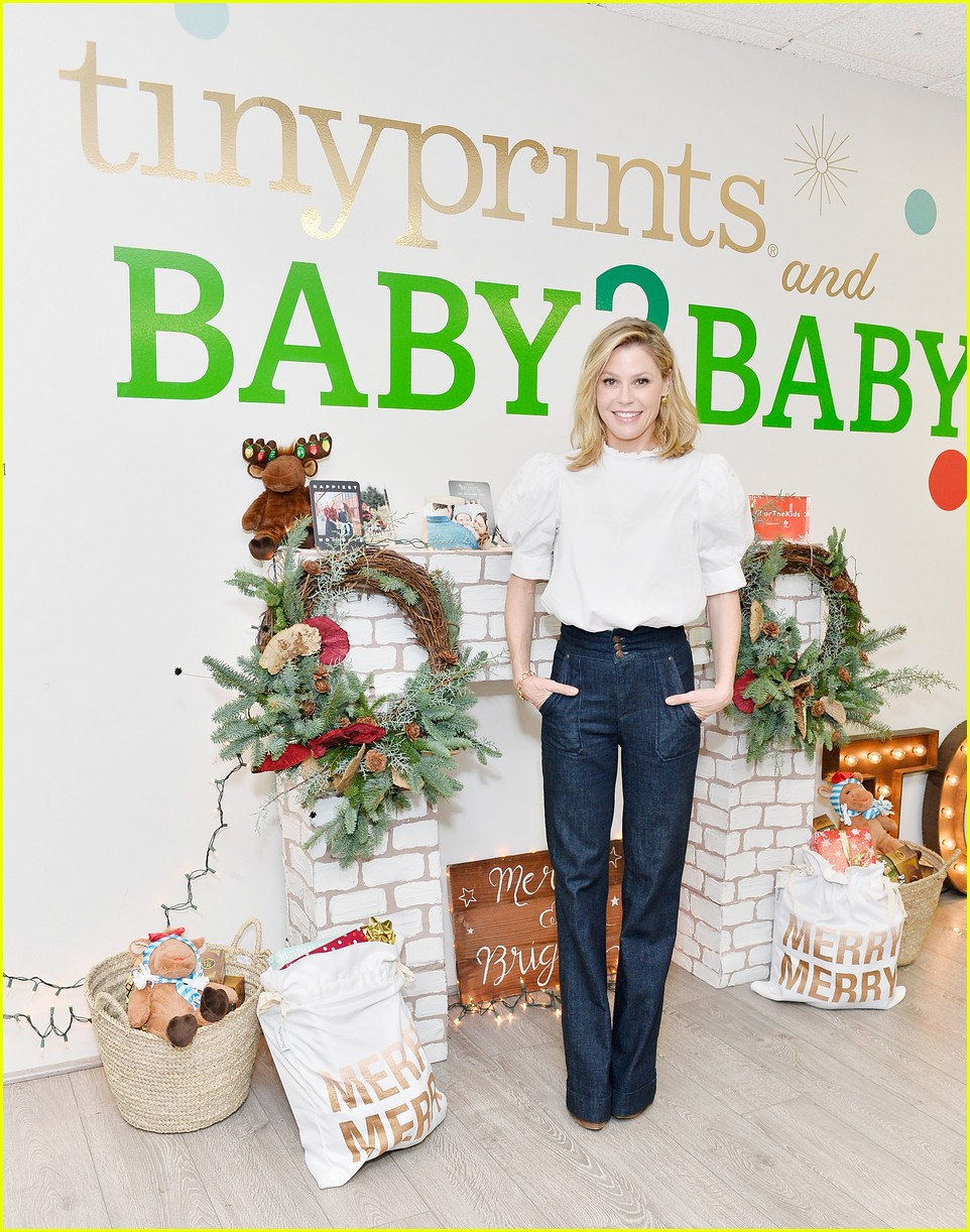 julie bowen christmas wrapping 233995147