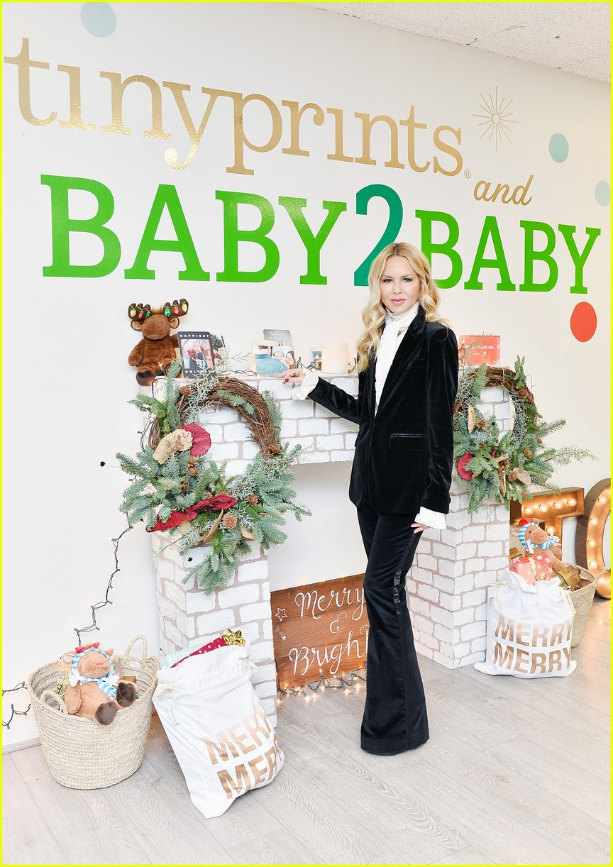 julie bowen christmas wrapping 323995154