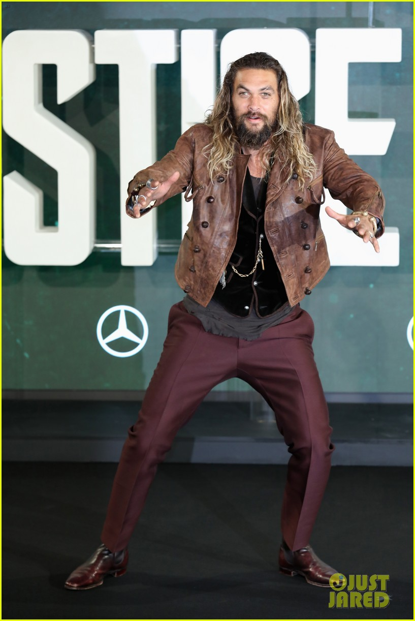 justice league cast gets silly at london photo call 013982054