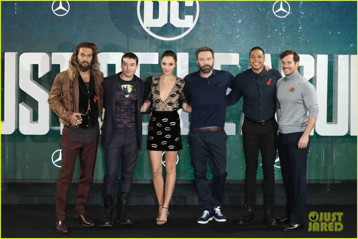 justice league cast gets silly at london photo call 033982056