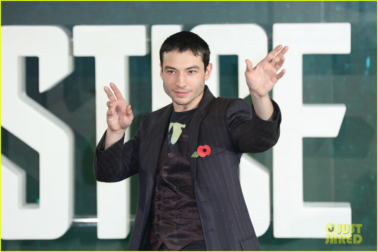 justice league cast gets silly at london photo call 043982057