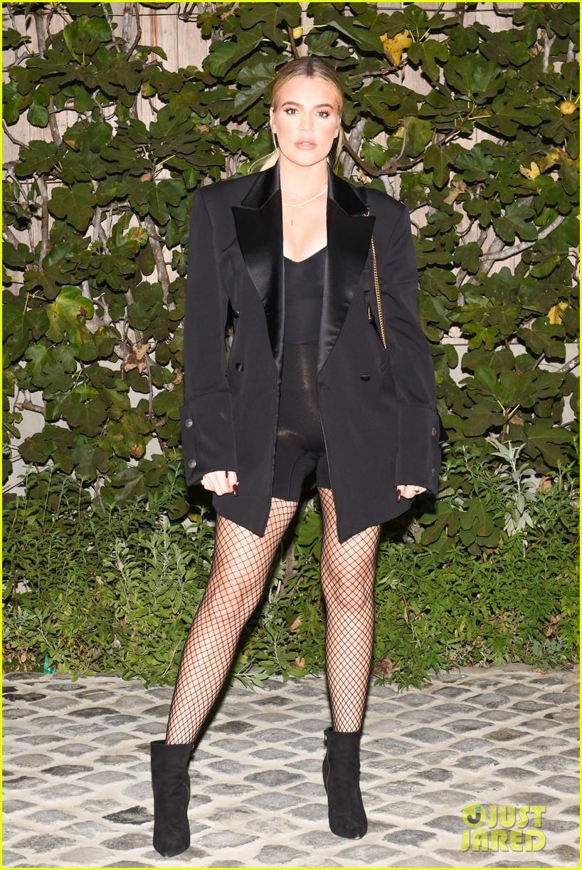 kim kardashian gets support from sister khloe mom kris jenner at kkw fragrance 023987826