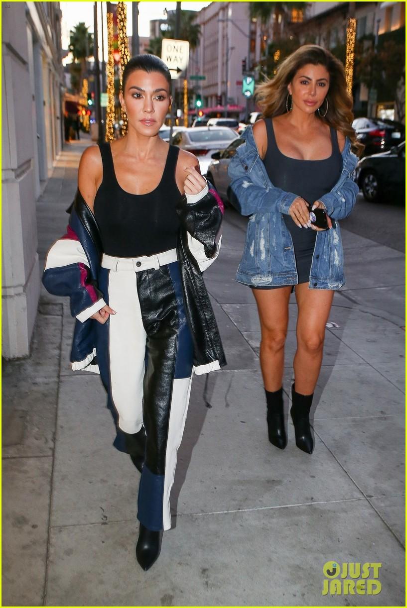 kourtney kardashian has a stylish day filming kuwtk2 053993183