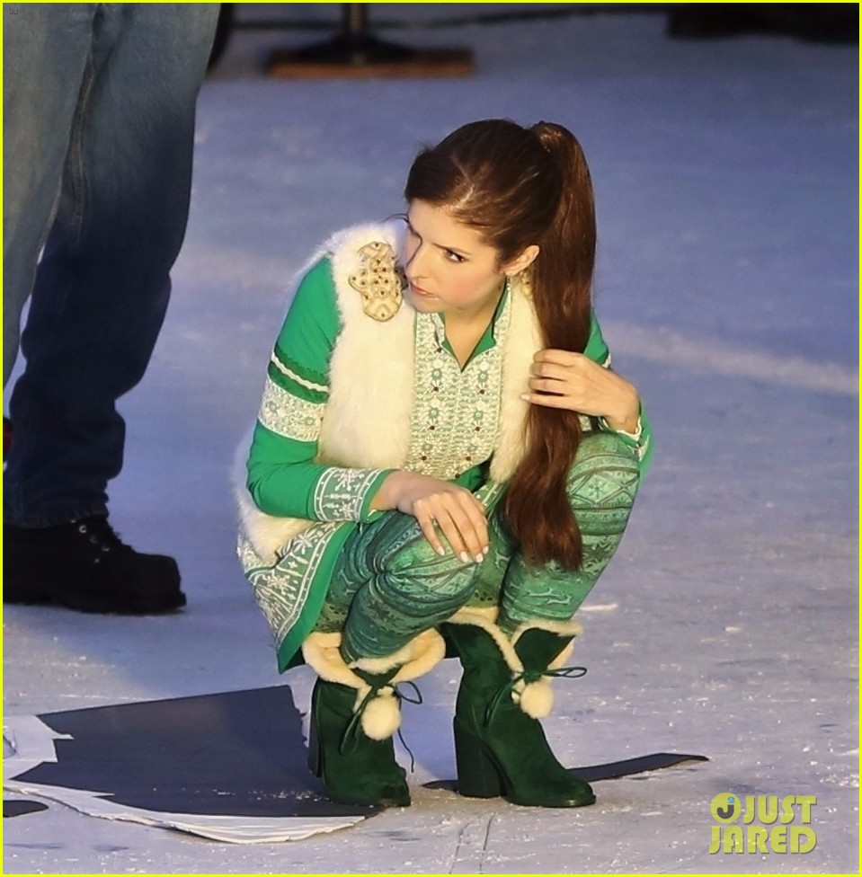 anna kendrick  chilly   ice  filming christmas  noelle photo