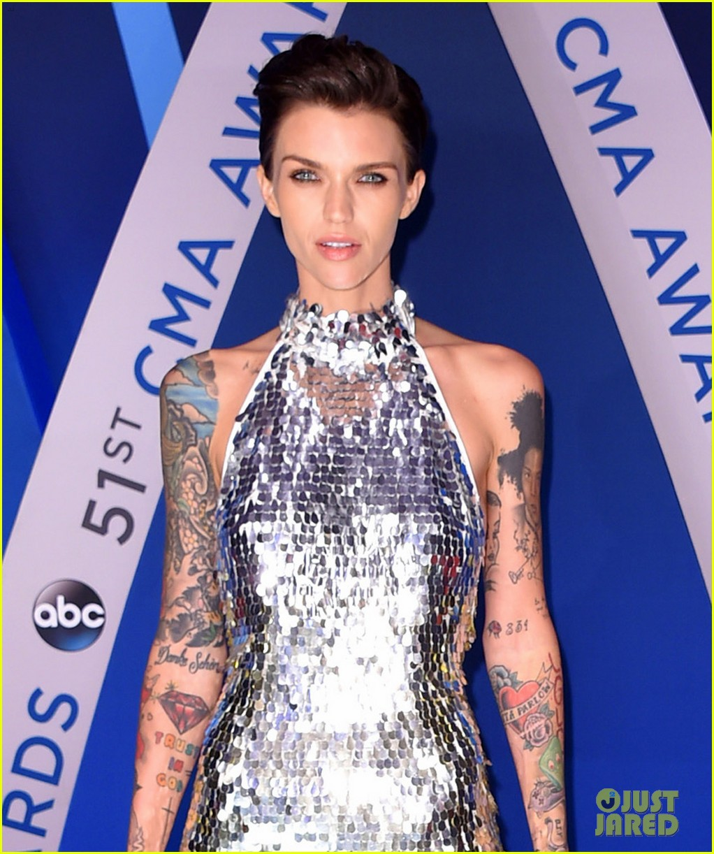 karlie kloss ruby rose cma awards 2017 093984559