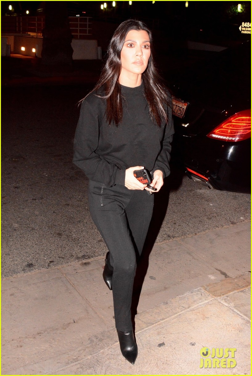 kourtney kardashian black 023994344