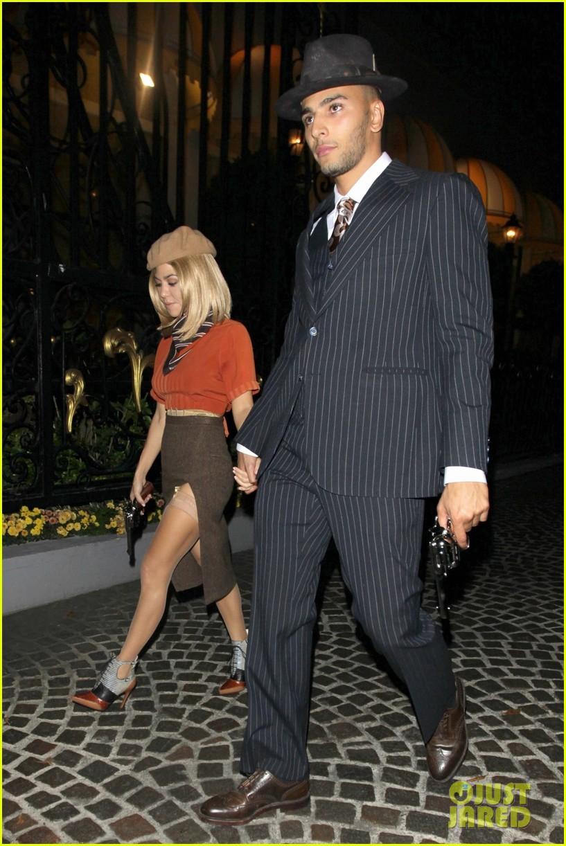 kourtney kardashian boyfriend bonnie clyde halloween 033980711