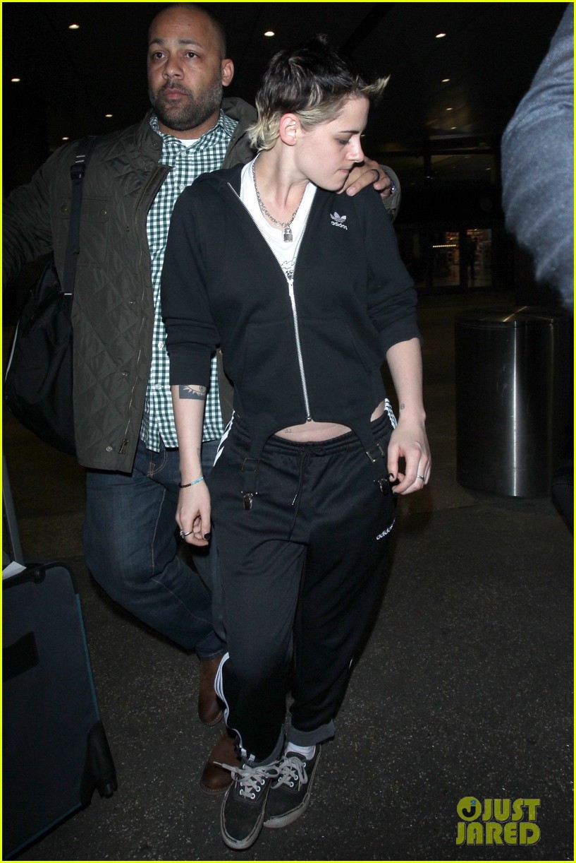kristen stewart arrives back in los angeles 023991624