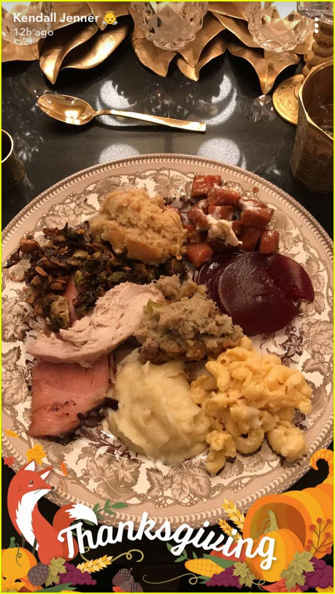 kylie jenner gives inside look at thanksgiving at her house 063992093