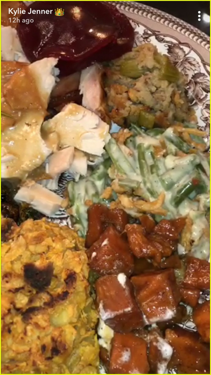kylie jenner gives inside look at thanksgiving at her house 143992101