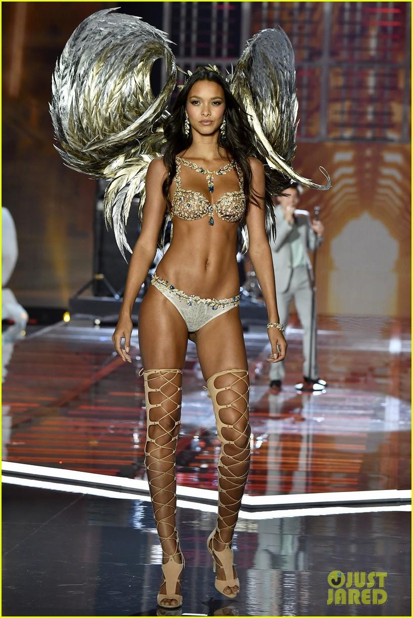 4865cc6167 Lais Ribeiro Models Fantasy Bra at Victoria s Secret Fashion Show 2017