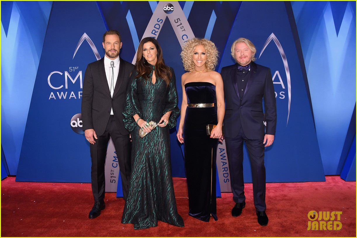 little big town get glam for the cma awards 2017 red carpet 023984581