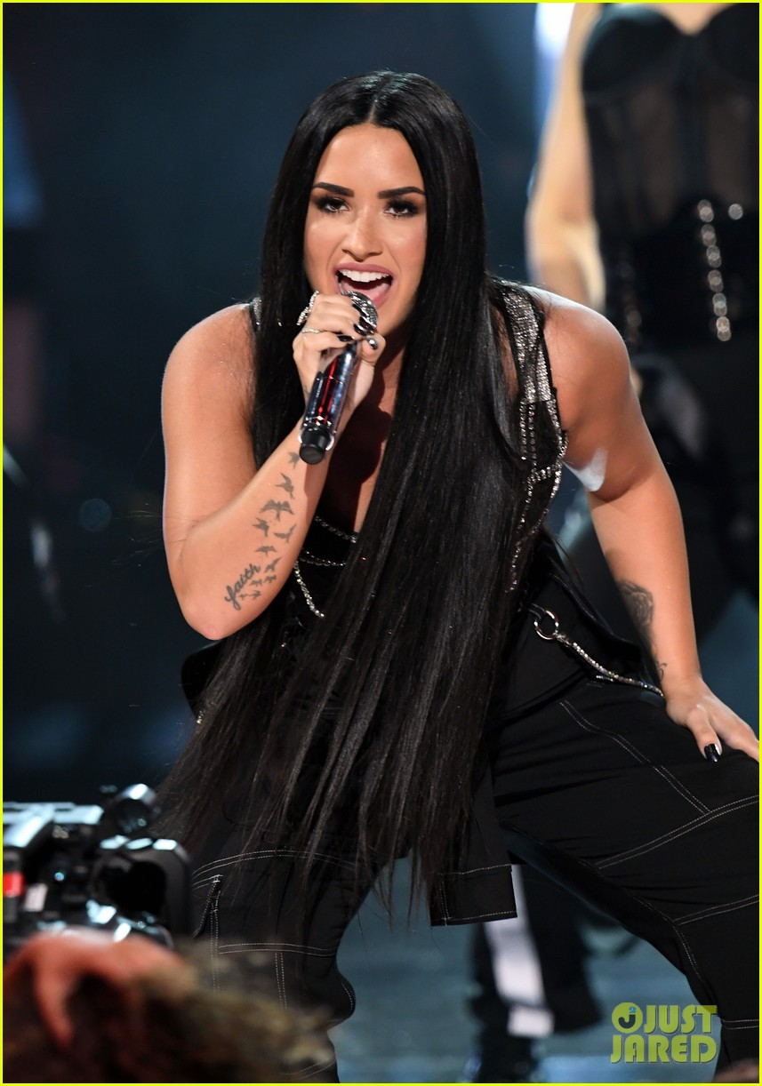 demi lovato performance amas 2017 023990037