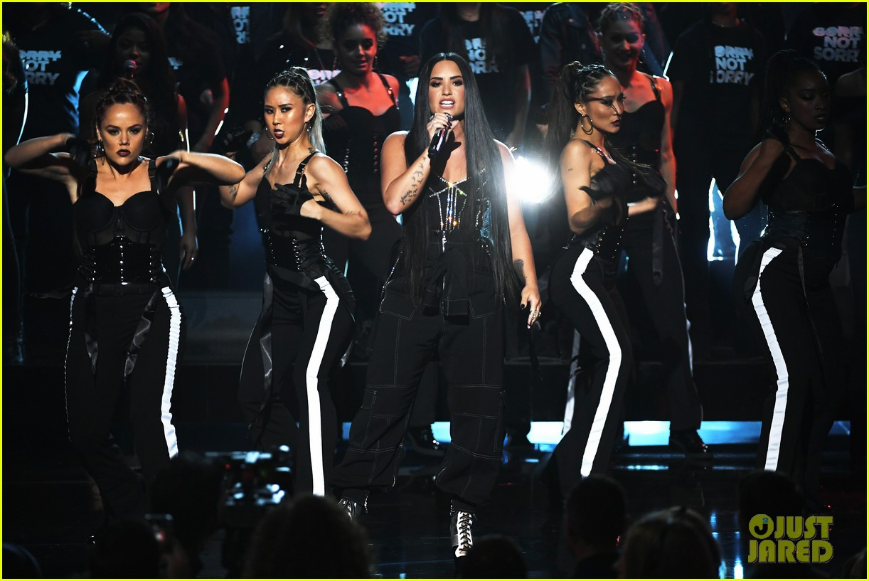 demi lovato performance amas 2017 073990042