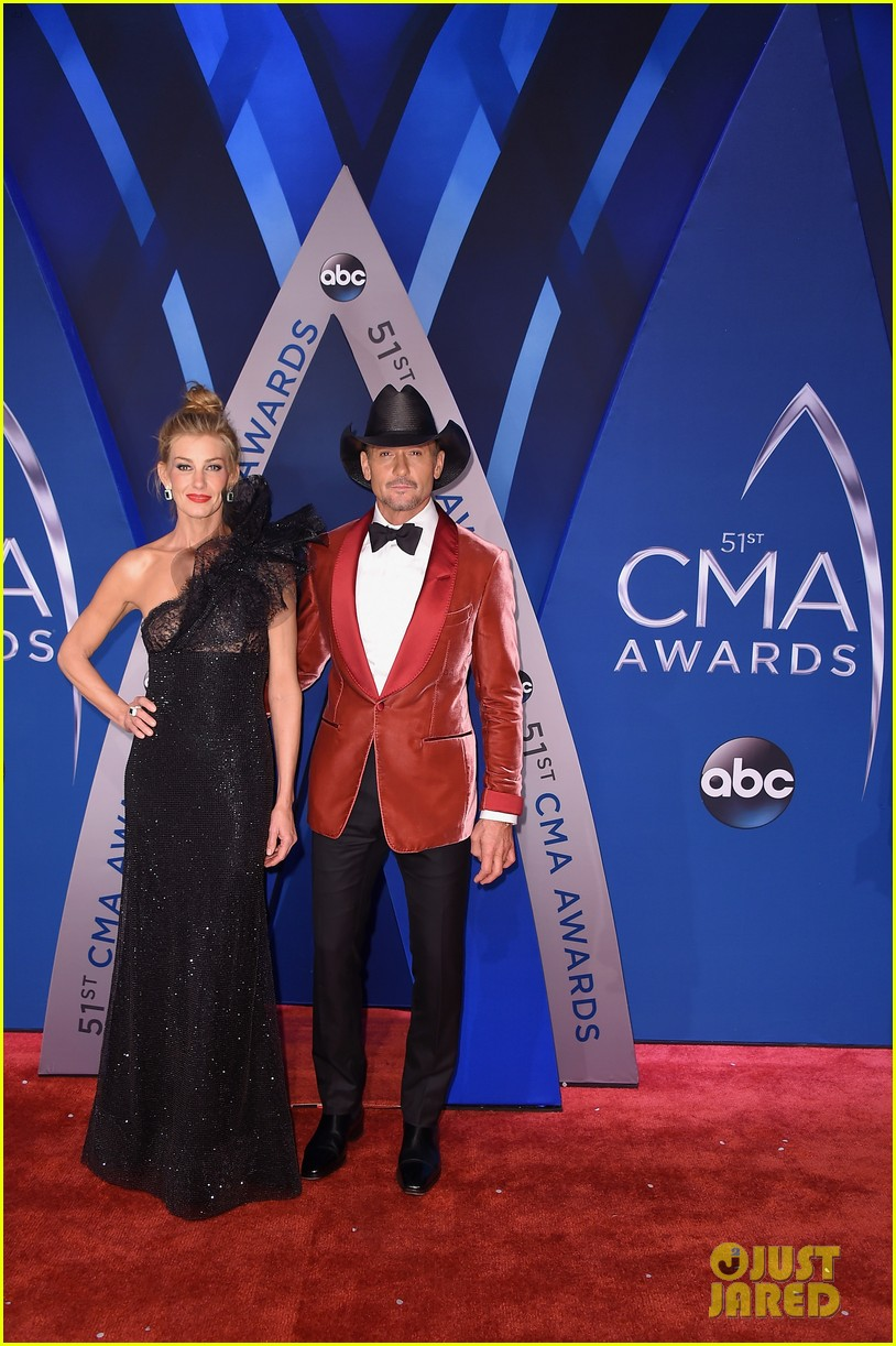 Tim Mcgraw Amp Faith Hill Crash Cmas Opening Monologue To
