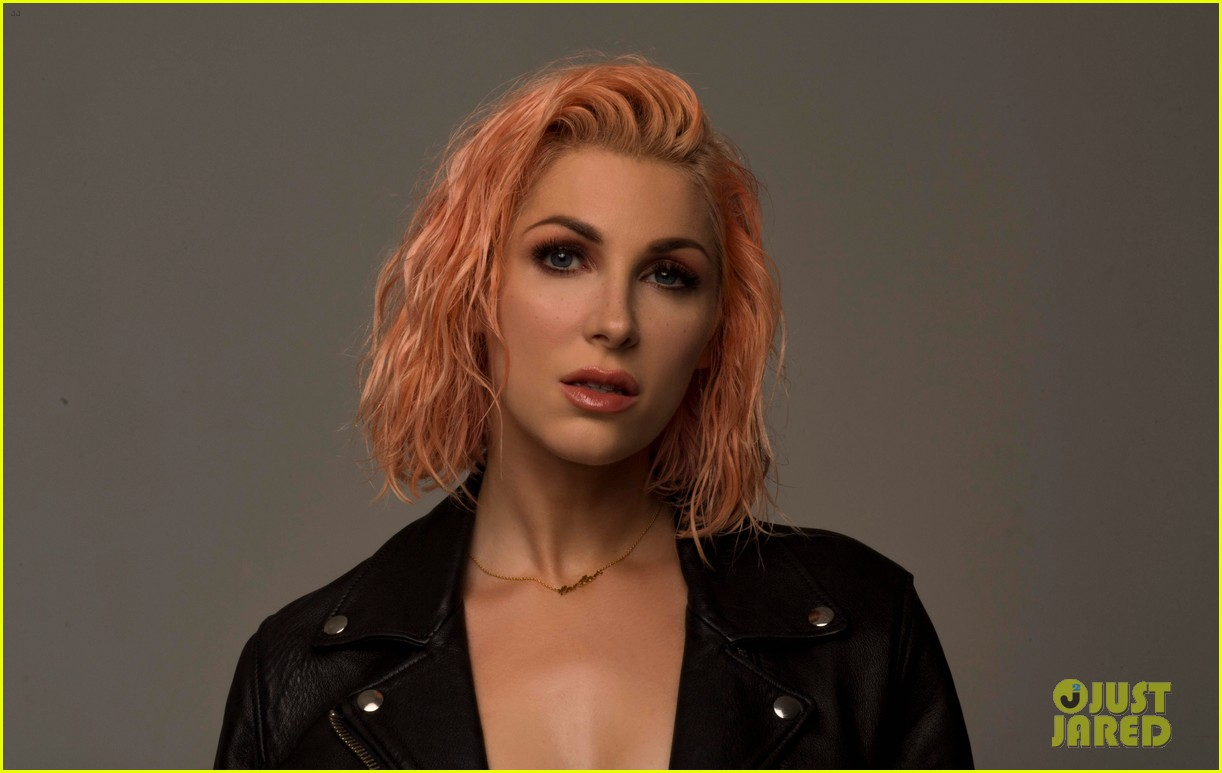 get to know bonnie mckee with these 10 fun facts exclusive 023987306