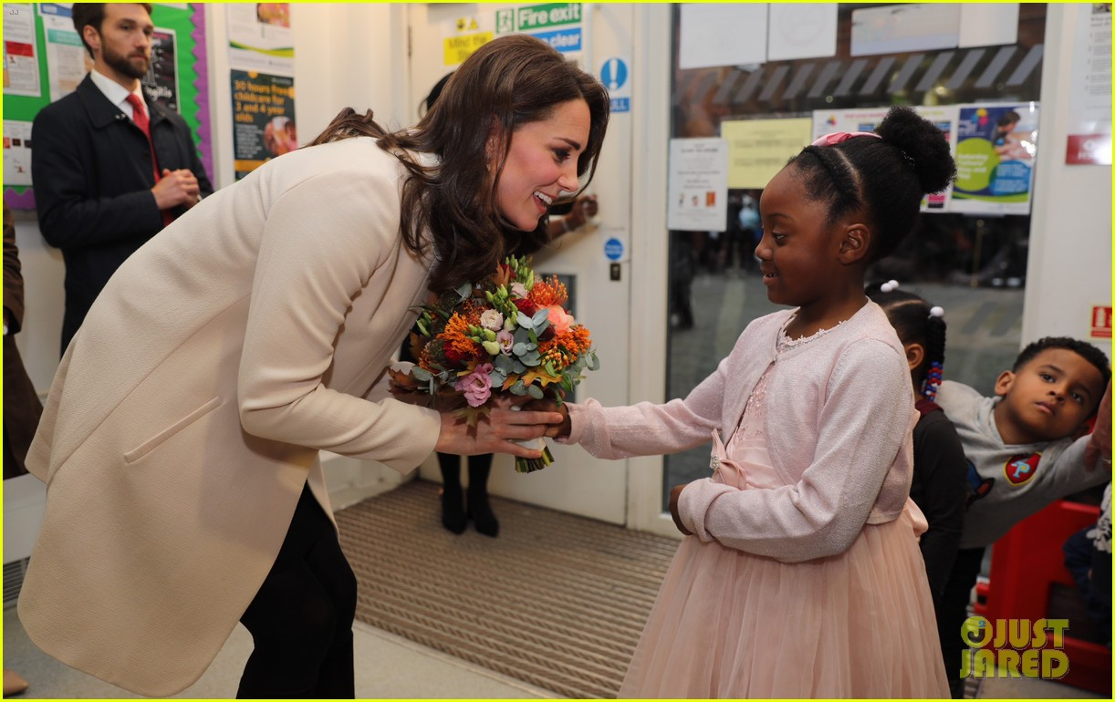 kate middleton supports fellow pregnant moms at rescheduled family action visit 02