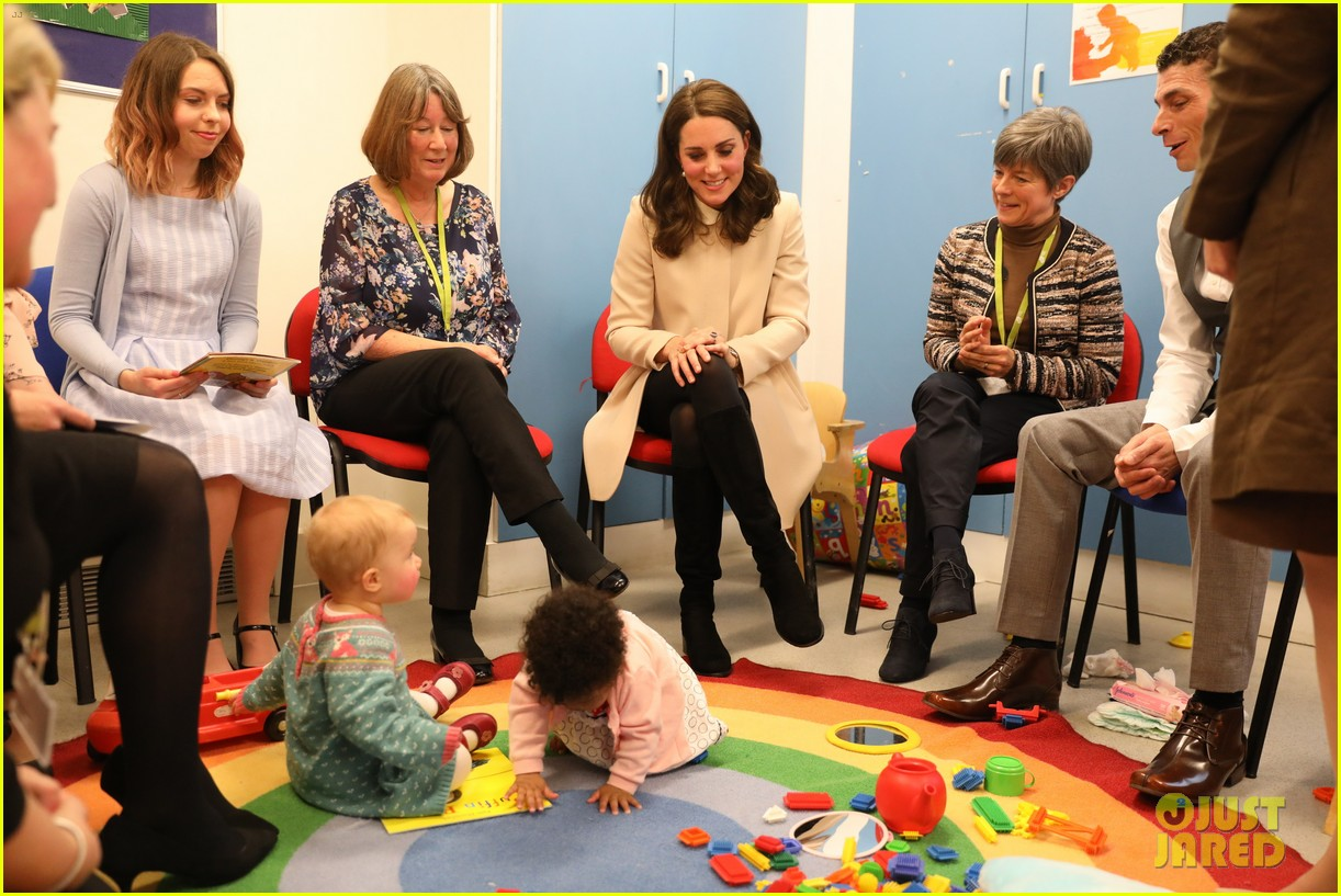 kate middleton supports fellow pregnant moms at rescheduled family action visit 033987290