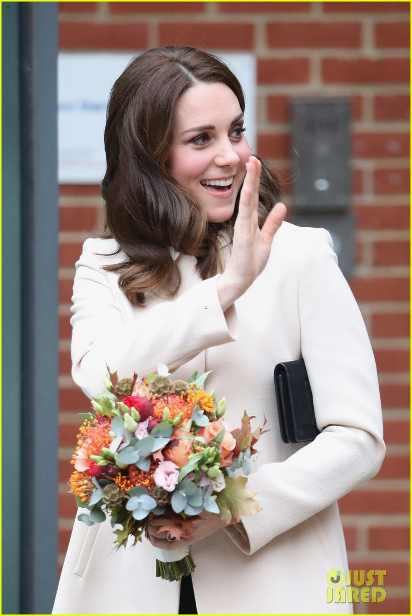 kate middleton supports fellow pregnant moms at rescheduled family action visit 053987292