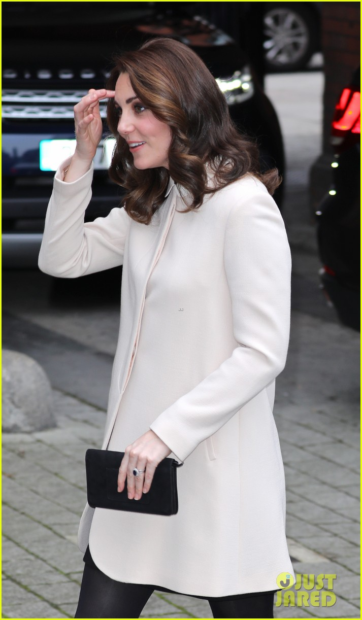 kate middleton supports fellow pregnant moms at rescheduled family action visit 063987293