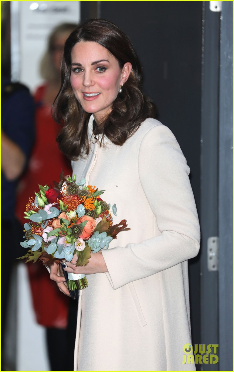 kate middleton supports fellow pregnant moms at rescheduled family action visit 093987296