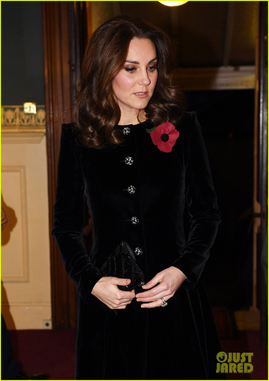 kate middleton joins the queen at festival of remembrance 023985844