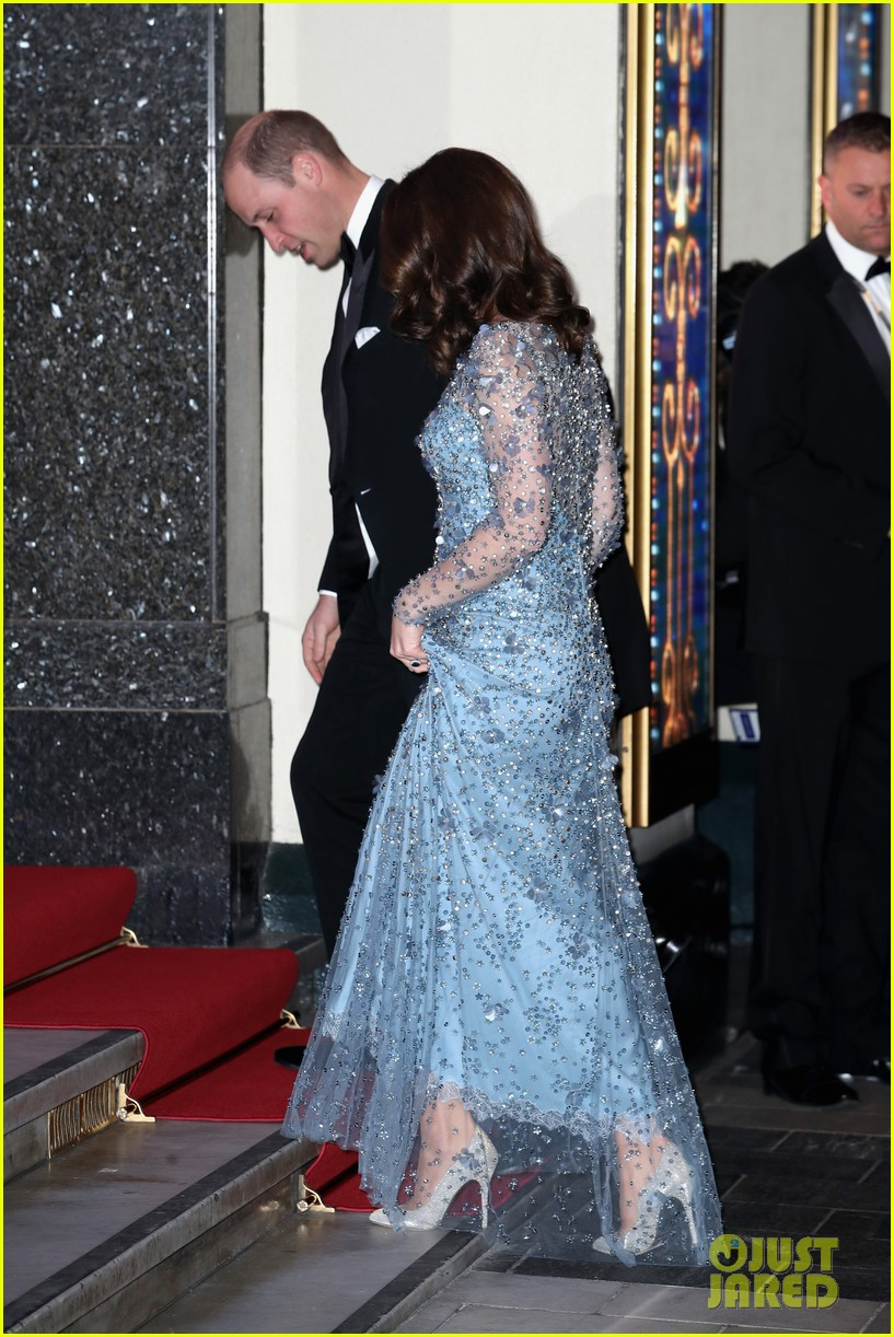 Pregnant Kate Middleton Gives Us Elsa Vibes in Icy Blue Dress ...
