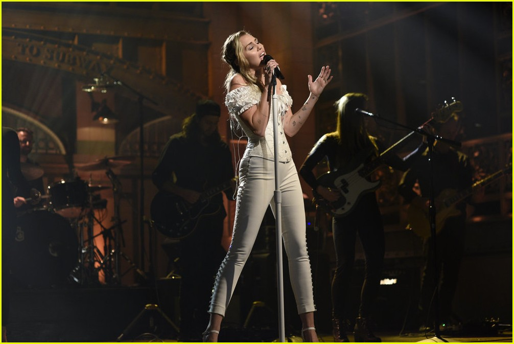 miley cyrus snl performances 053982605