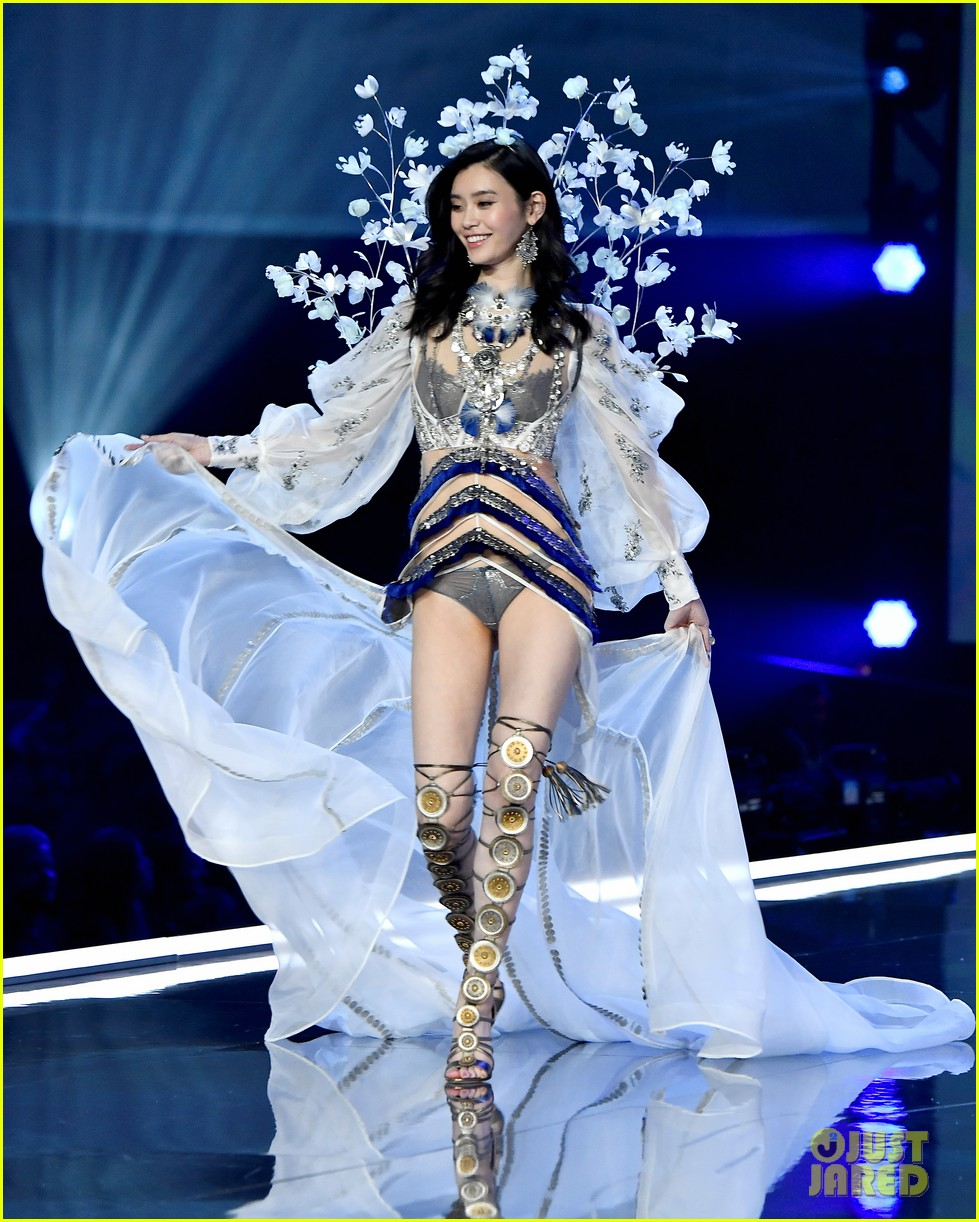 Vsfs 2017 Shanghai >> Ming Xi & Liu Wen Bring the Victoria's Secret Fashion Show Home to China!: Photo 3990533 | 2017 ...