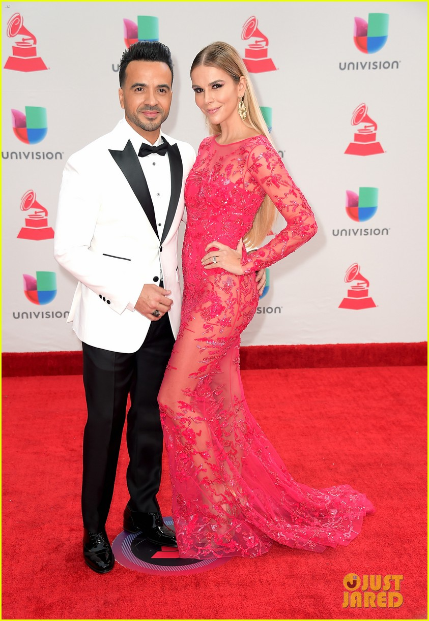 lin manuel miranda ana de armas and edgar ramirez join forces at latin grammys 2017 103988879