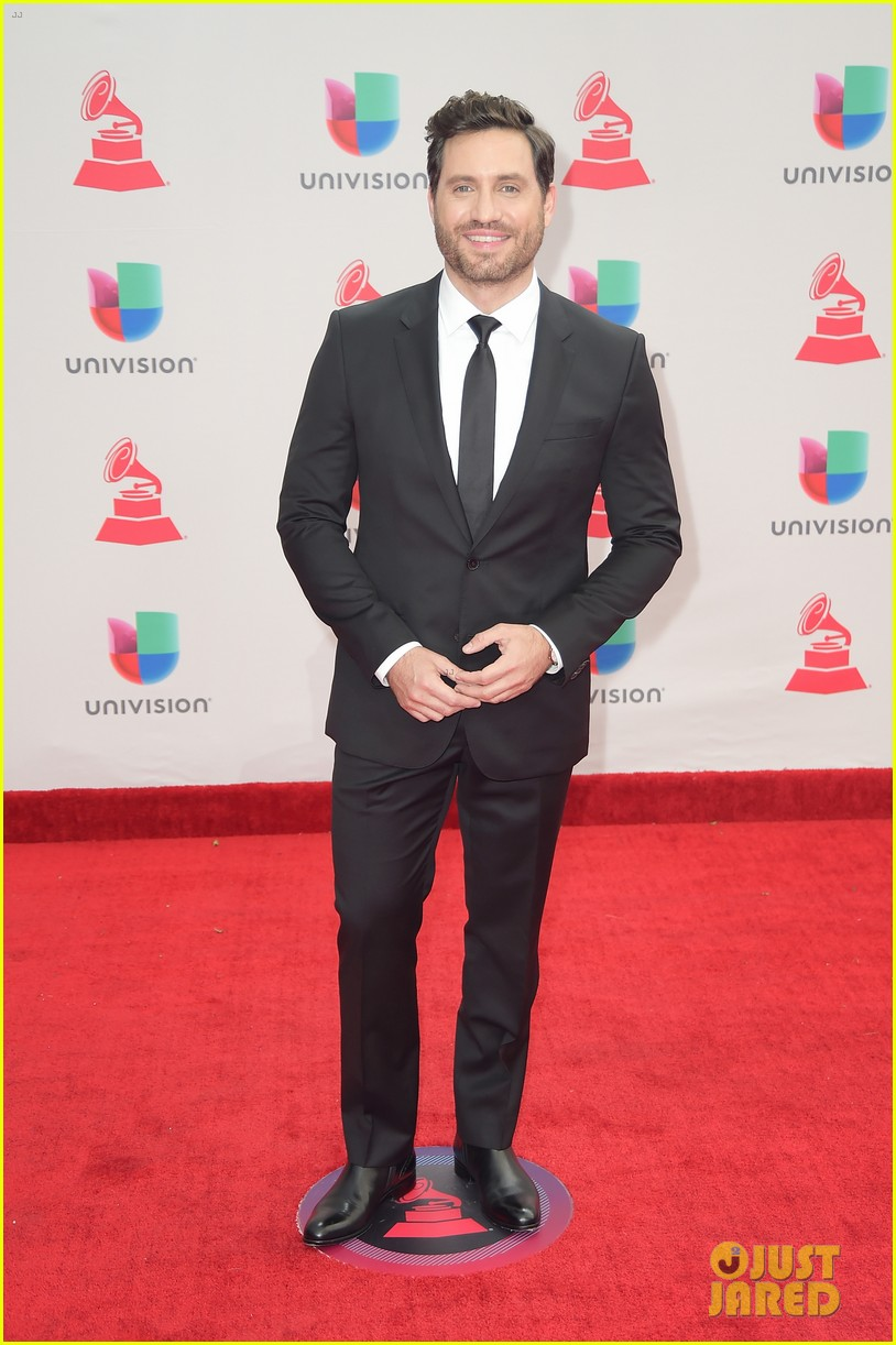lin manuel miranda ana de armas and edgar ramirez join forces at latin grammys 2017 123988881