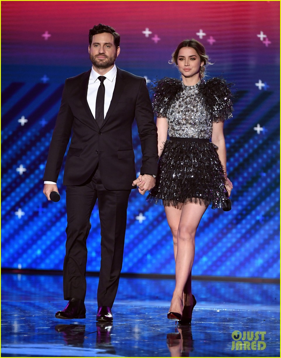 lin manuel miranda ana de armas and edgar ramirez join forces at latin grammys 2017 223988891