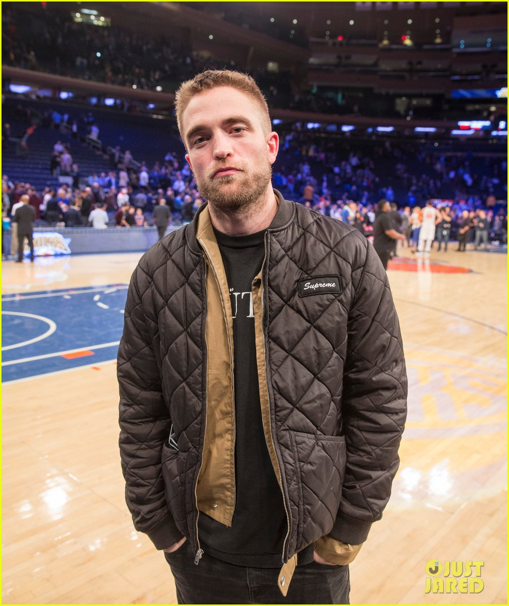 robert pattinson checks out a basketball game in nyc 013994793