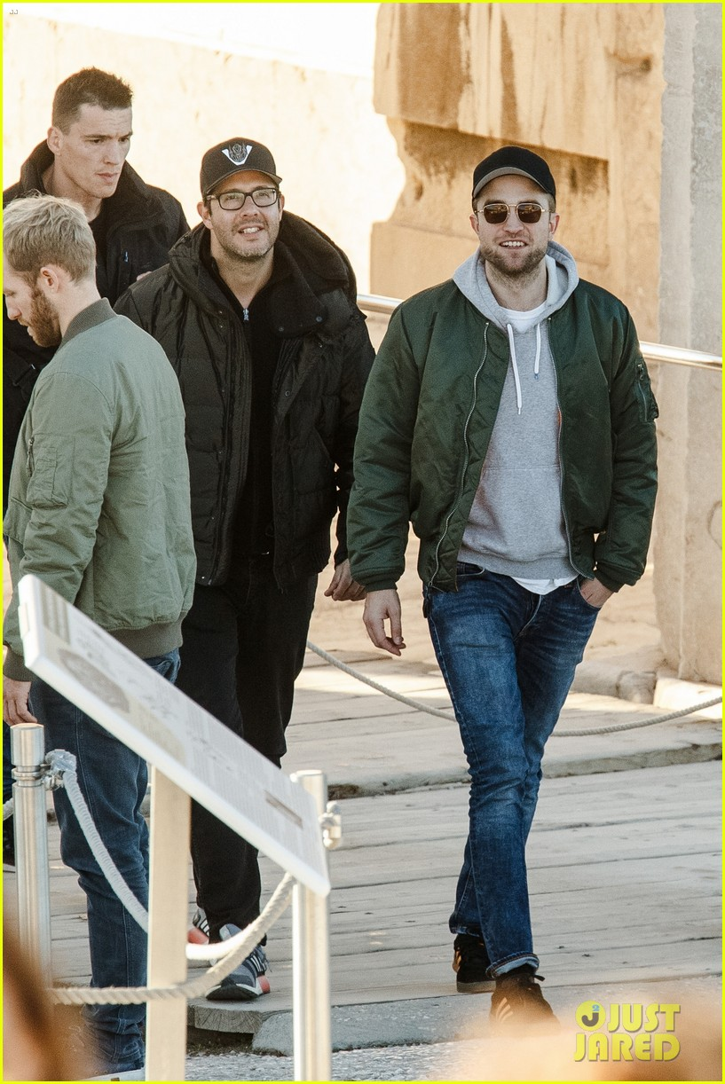 robert pattinson spends the day sightseeing in greece 053991473