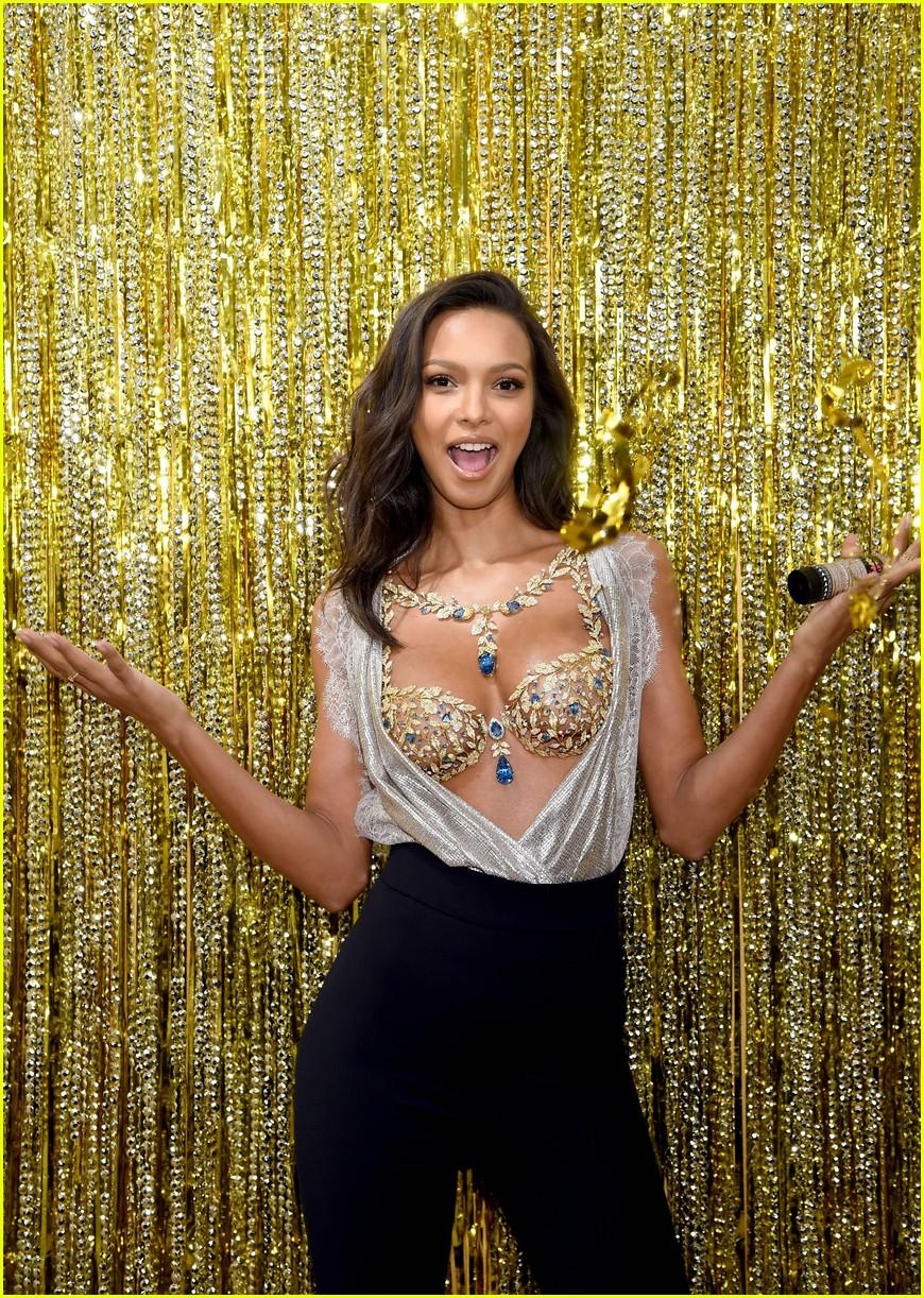 9f362ddb52 Lais ribeiro will wear million dollar fantasy bra at victorias secret  fashion show jpg 870x1222 Pratt