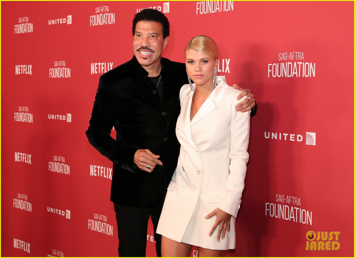 lionel richie and daughter sofia make rare red carpet appearance together 013985385
