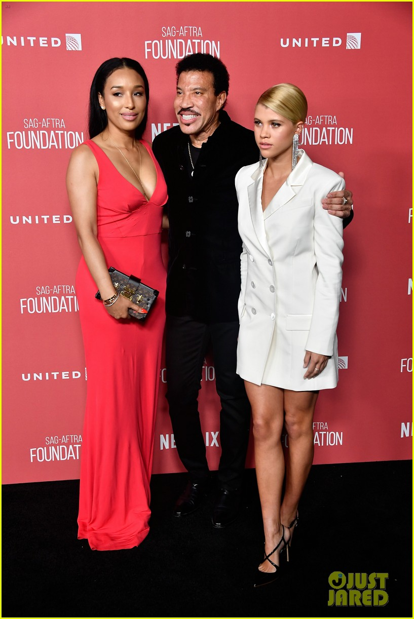lionel richie and daughter sofia make rare red carpet appearance together 033985387