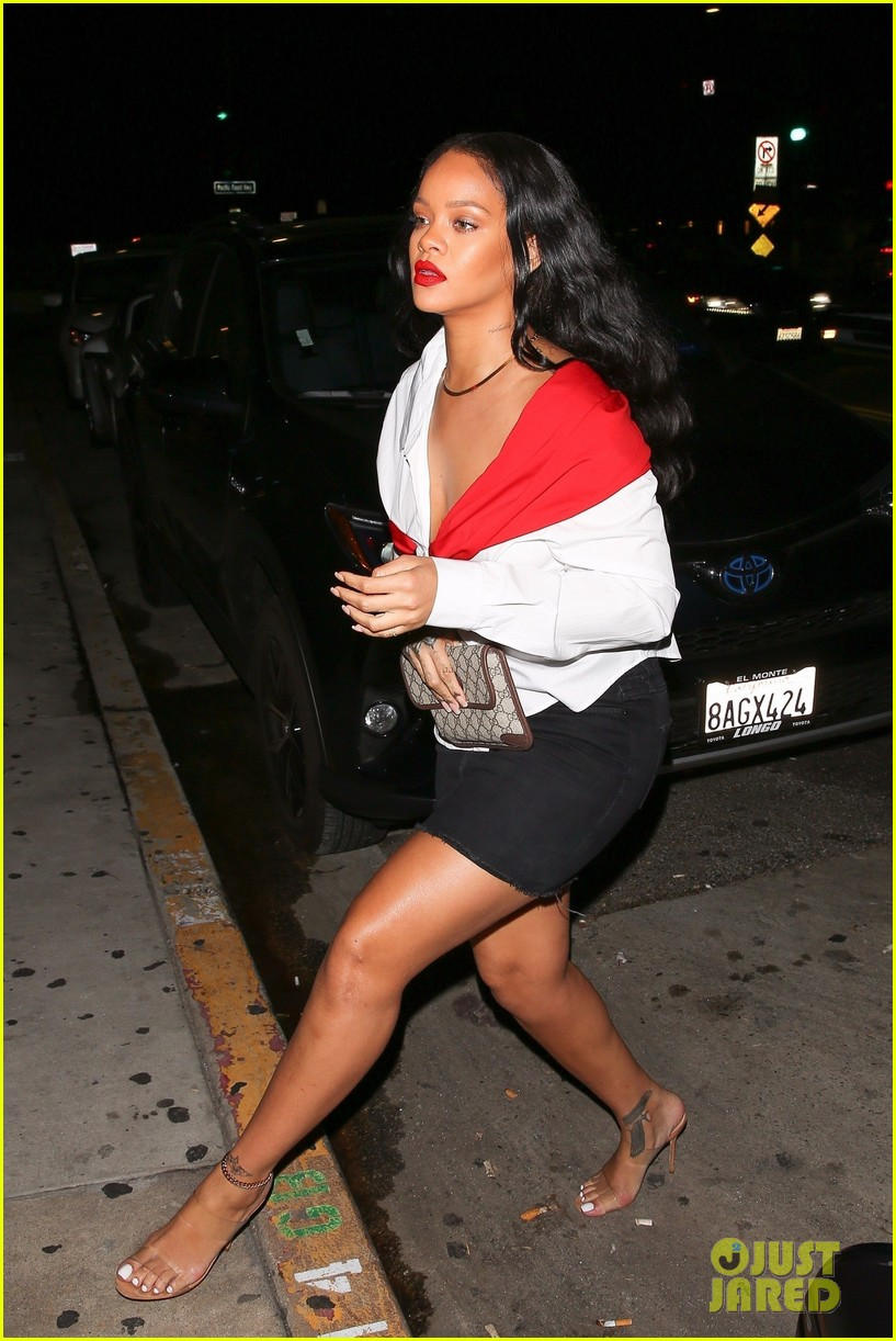 rihanna red lip 013986510