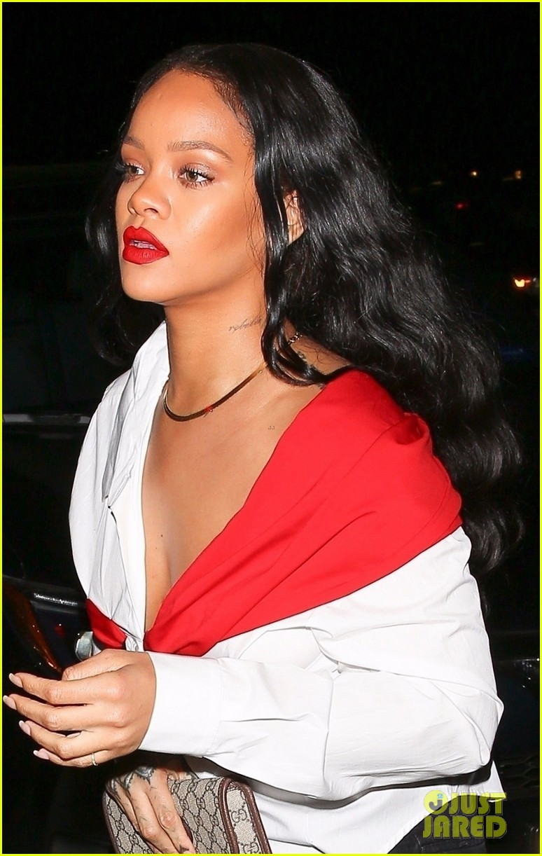 rihanna red lip 023986511
