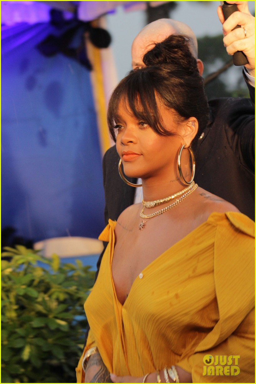 rihanna battles rainy weather at street naming ceremony in barbados 013994676