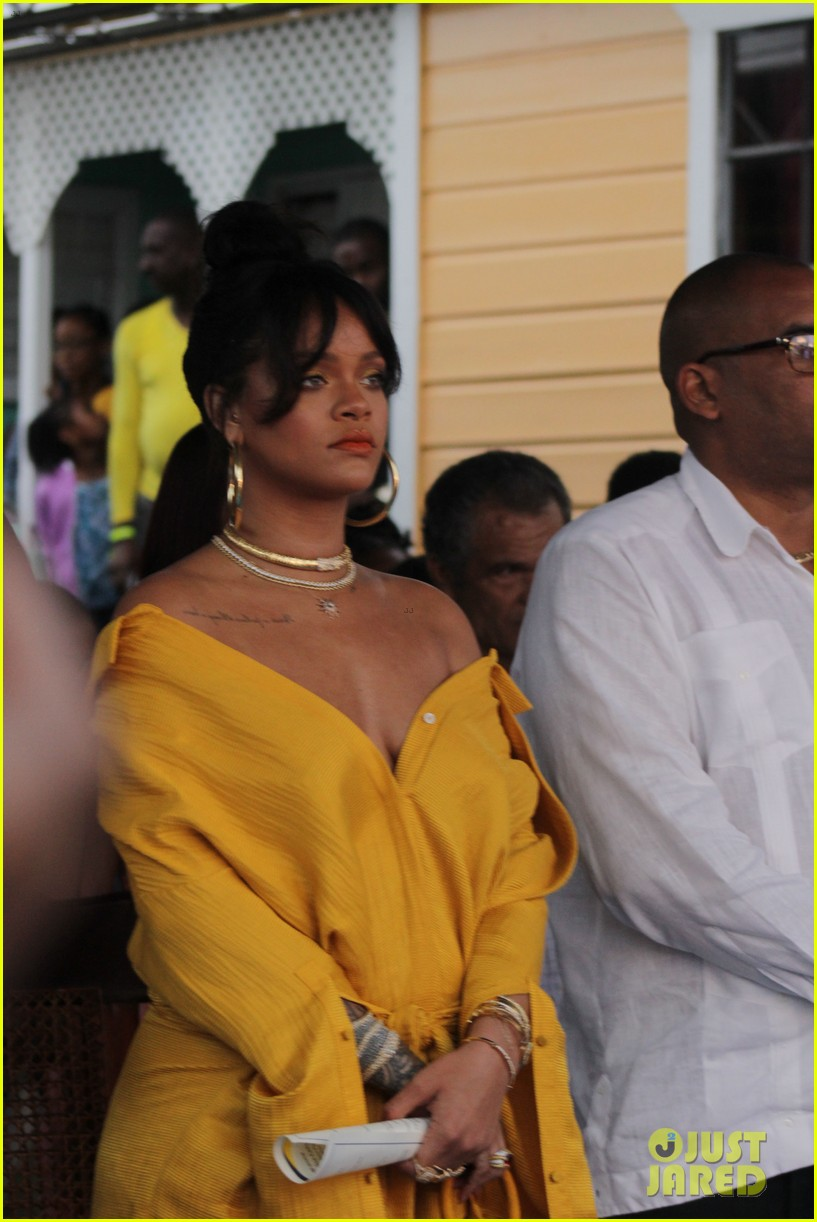rihanna battles rainy weather at street naming ceremony in barbados 043994679