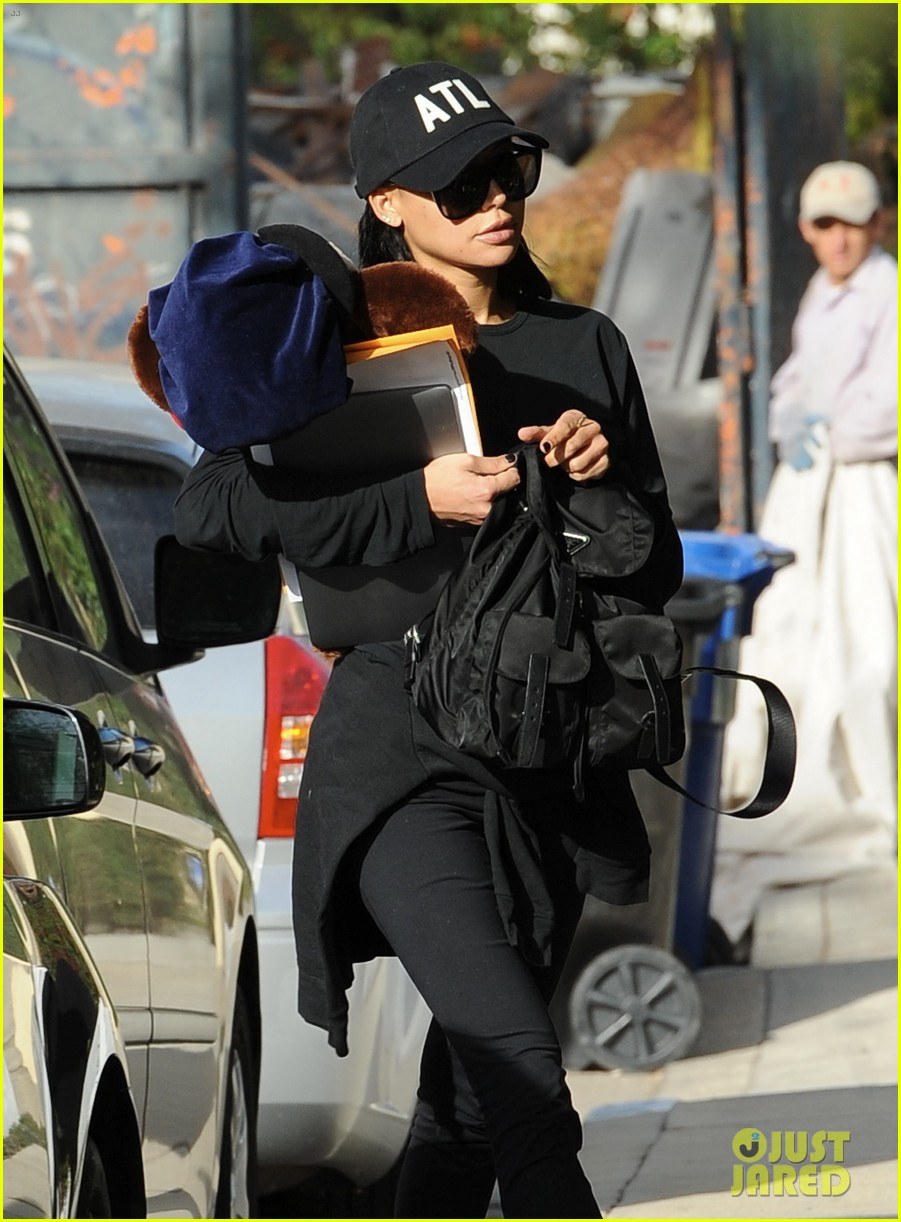 naya rivera steps out for the first time since arrest 013994689