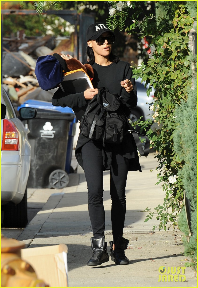 naya rivera steps out for the first time since arrest 073994695