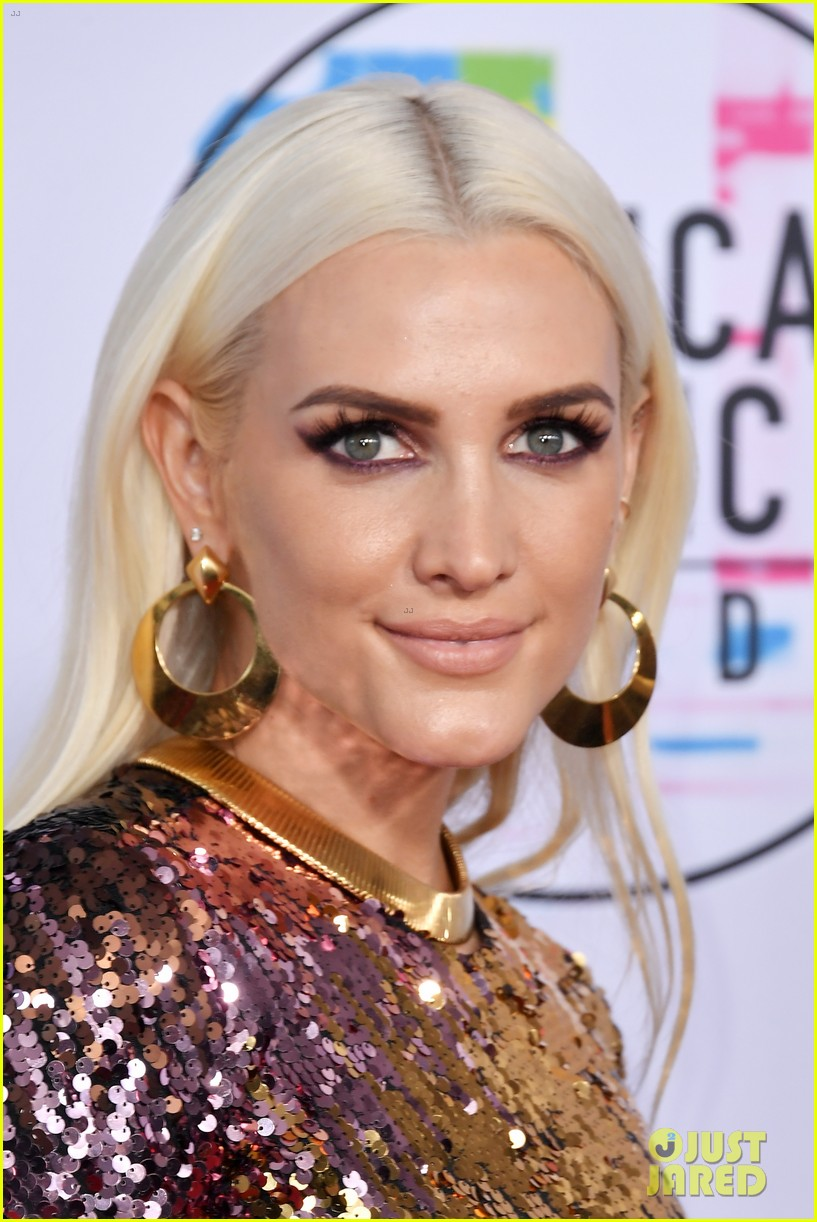 ashlee simpson evan ross attend amas 2017 093989888