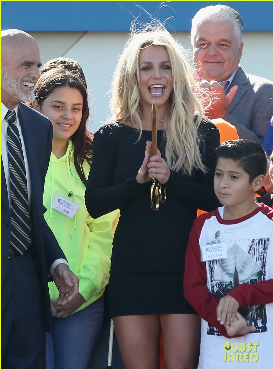 britney spears opens childrens cancer foundation campus in vegas 023982343