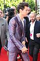 harry styles rocks snazzy purple suit at 2017 aria awards 09