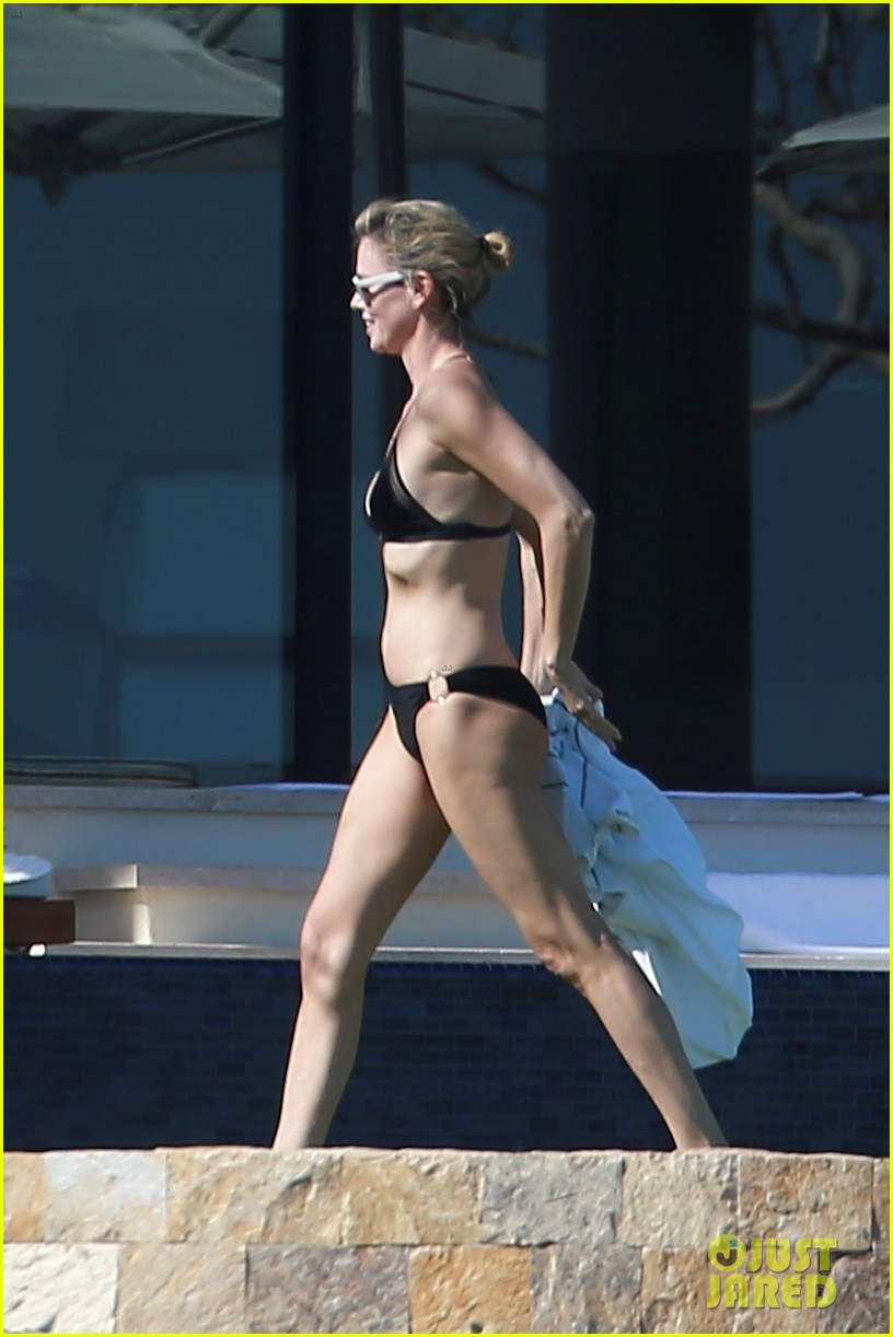 charlize theron hits the beach in cabo on thanksgiving day 033992044